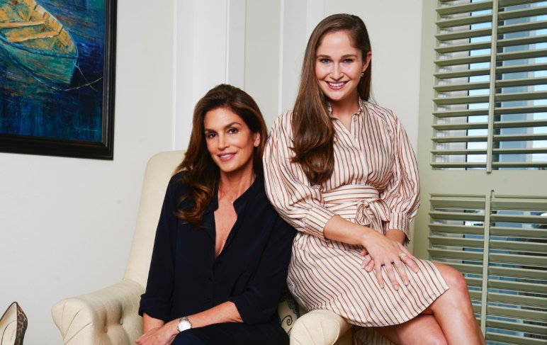 RT @wwd: .@CindyCrawford and @SarahFlint_nyc team up to bring footwear directly to shoppers: https://t.co/QkXU3SawW3 https://t.co/tkOVRRPH1J