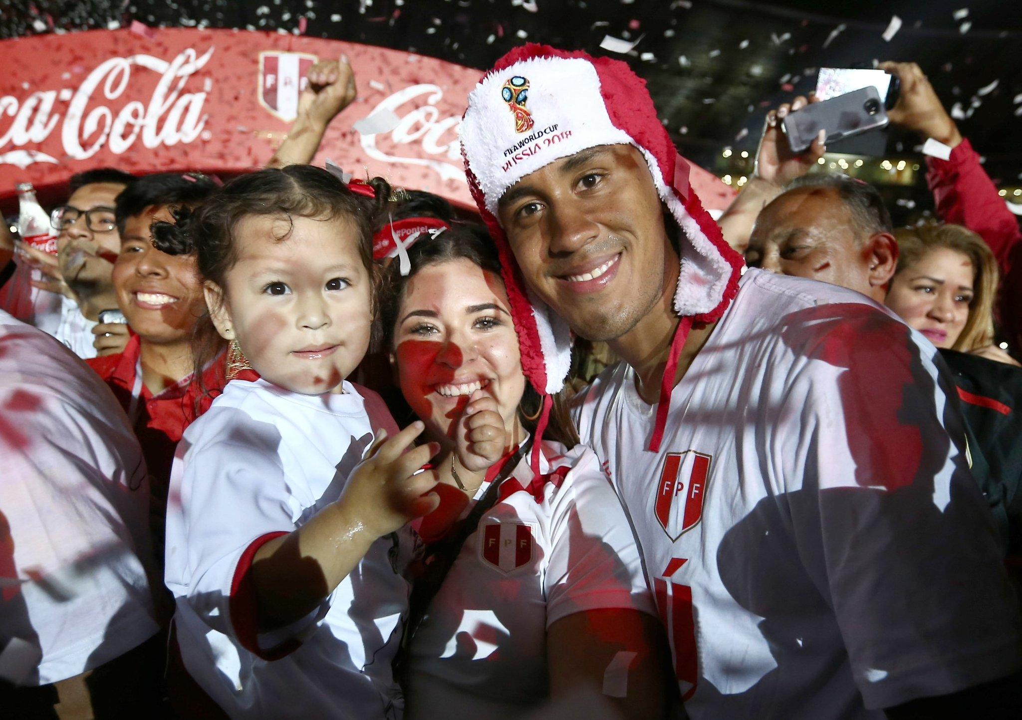 Nice hat, @renatotapiac ������ #WorldCup https://t.co/DR3Sm2Wbia