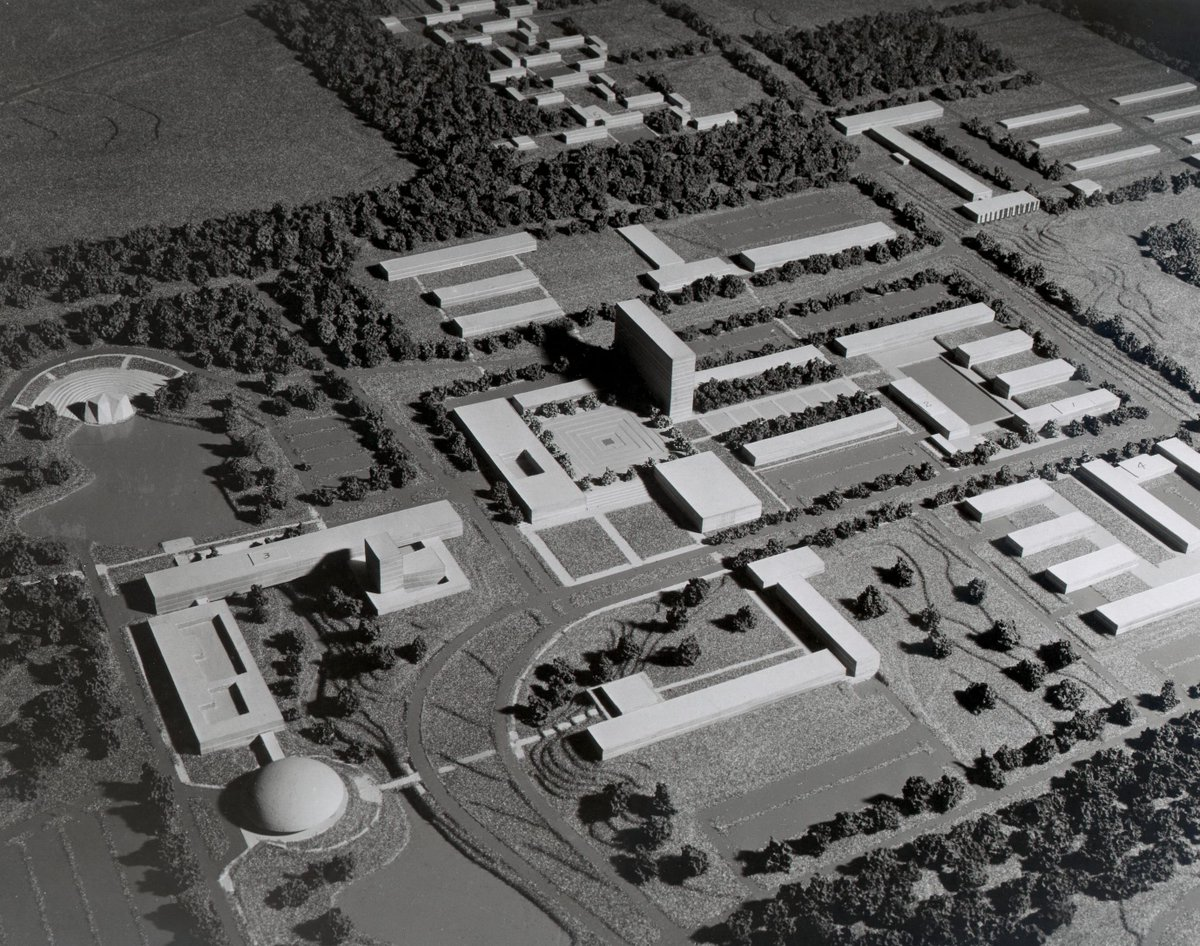 U-M hired acclaimed Finnish architect Eero Saarinen to design a North Campus master plan in 1951. #UMich200 https://t.co/sjcEOm7LlL