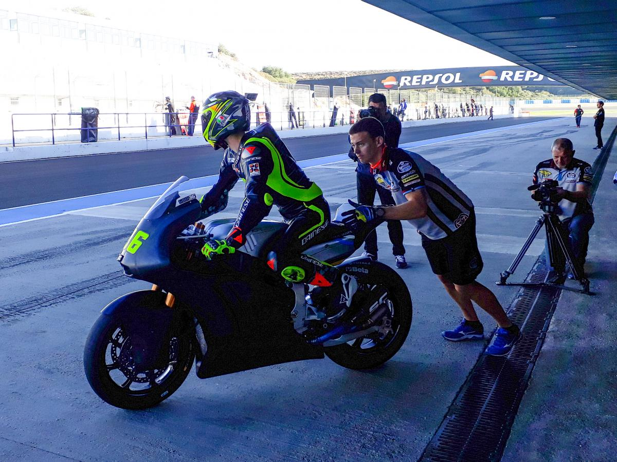 test Twitter Media - 2018 testing begins for #Moto2 & #Moto3!  Bagnaia quickest and Mir fastest rookie at Jerez!  #2018StartsNow | REPORT 📰 https://t.co/6XFaAeq5bz https://t.co/4y4DOZGsWZ