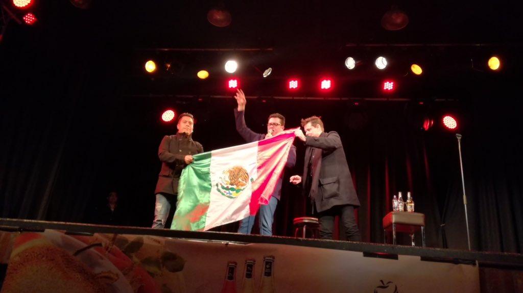 El comediante mexicano @franco_esca se presentó hoy en Londres ante más de 400 personas, mayoría Mexican Londoners https://t.co/vj6kBKSk1Q