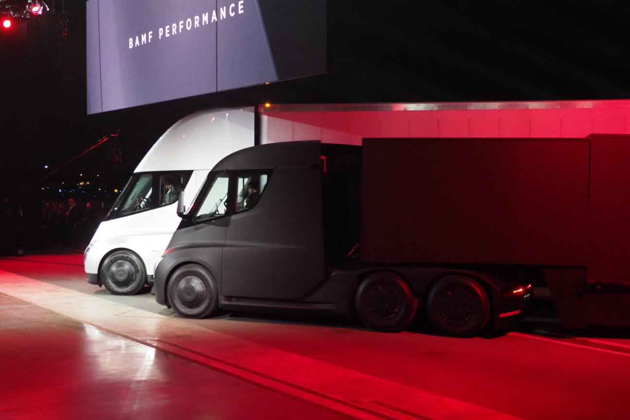 With @Tesla's Semi, jackknifing is impossible https://t.co/0SEhp4mC2p