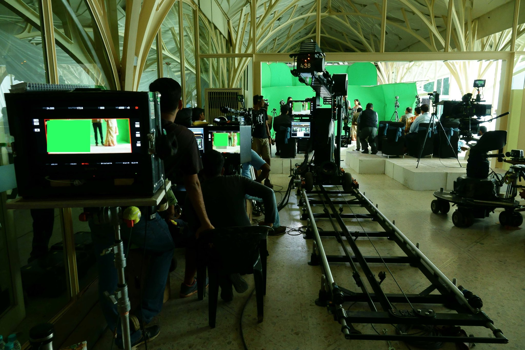 From the sets of @aanandlrai film. Techno Dolly,chroma screens & gizmos galore... https://t.co/S91FFn1JGB