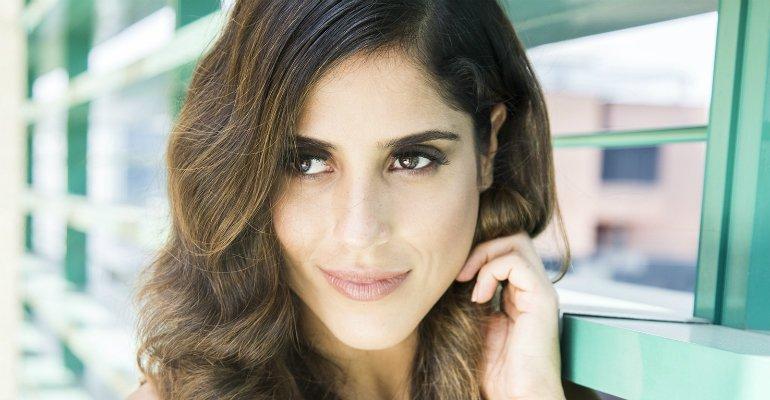 Camilla Camargo. Foto do site da Caras Brasil que mostra Camilla Camargo mudou o visual e ficou loiríssima! Veja aqui: