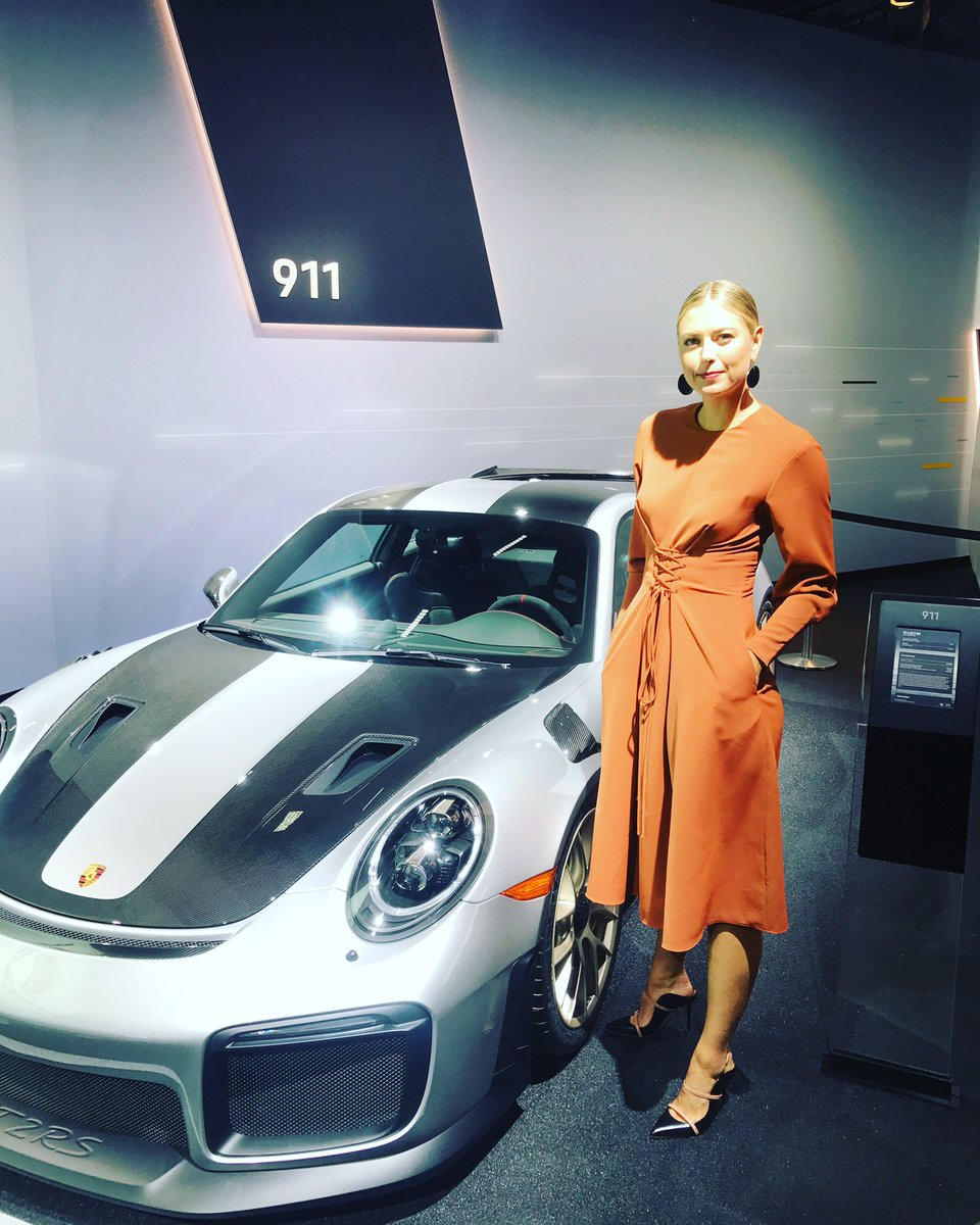 Hey #LAAutoShow ????@Porsche https://t.co/cyaRcGisLN