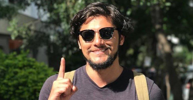 Bruno Gissoni. Foto do site da Caras Brasil que mostra Bruno Gissoni se declara a Yanna Lavigne em foto romântica. Vem ver