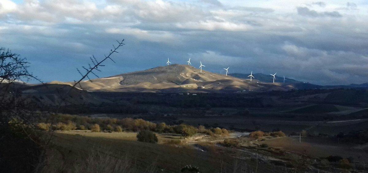 Le sud de l'Italie c'est aussi le pays des éoliennes / Wind turbines in South of Italy