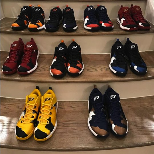 Different colors. Different Colleges. ONE family. #TeamCP3 #CP3XAE https://t.co/zxQDq0VPAN