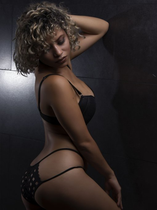 AmberBell is curvy as hell! 🍑🍑🍑 Celebrate the #FridayFeeling at https://t.co/sud6jDL0eQ #LiveJasmin #Curves
