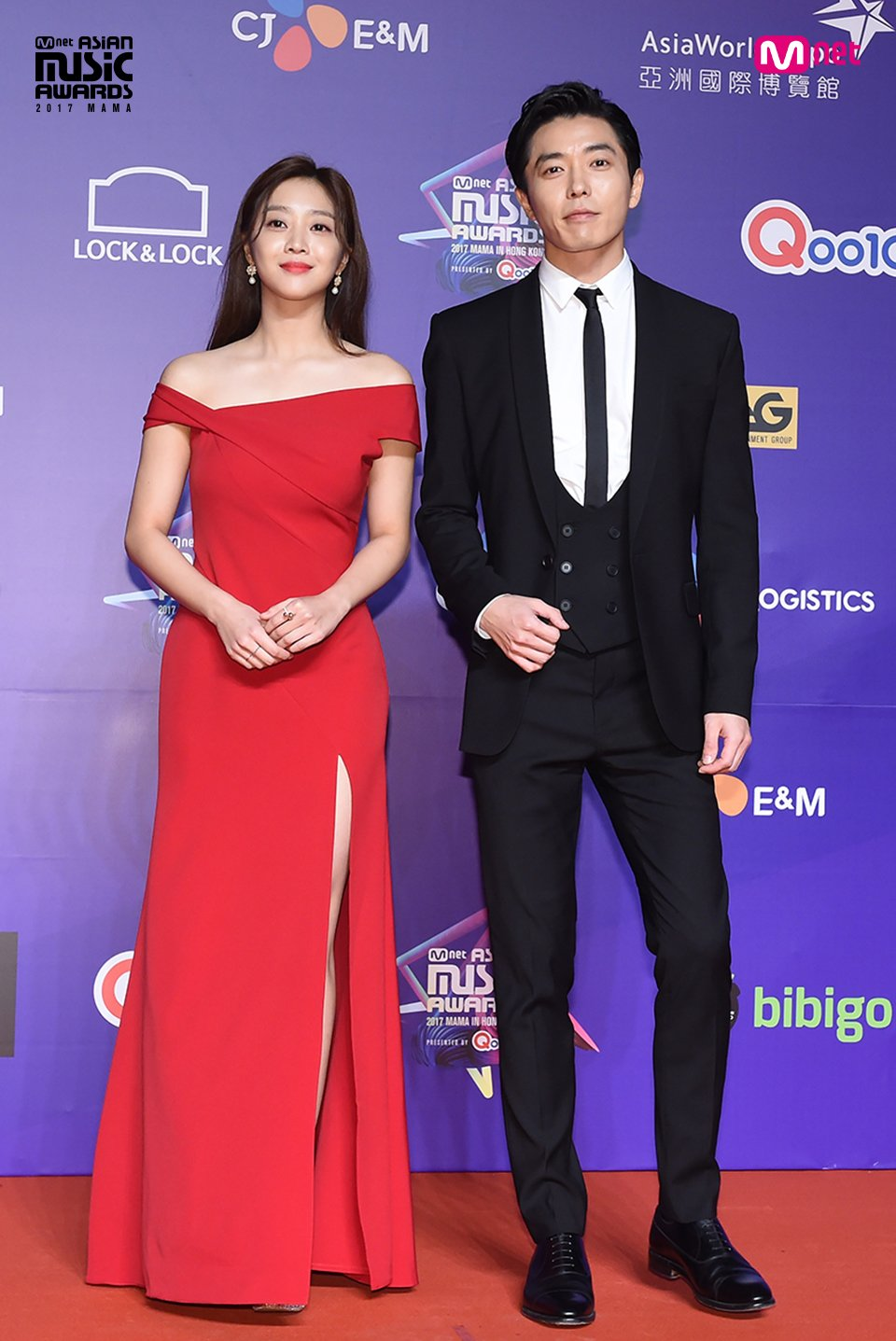 [#2017MAMA in Hong Kong] #KimJaeUck #ChoBoAh #SuperJunior Here go the LIVE photos of Red Carpet! #MAMARedCarpet https://t.co/x0Qhl2Mw5P