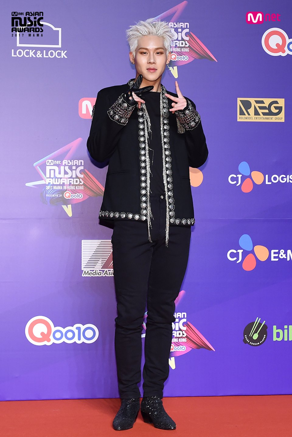 [#2017MAMA in Hong Kong] #JOOHEON #JEONGSEWOON #SOYOU #HYUKOH Here go the LIVE photos of Red Carpet! #MAMARedCarpet https://t.co/Rfi9D2QZmT