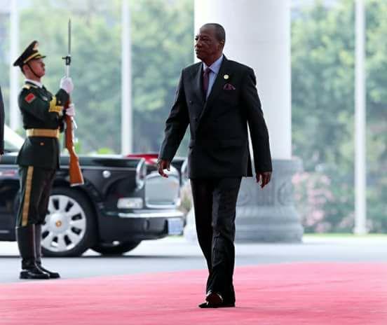 Le parti au pouvoir prévoit un accueil triomphal au Président à son retour de Paris