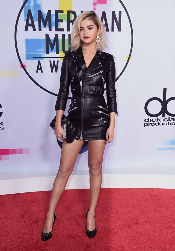 PHOTOS Take a look at the stars' fashions on the red carpet for the #AMAs