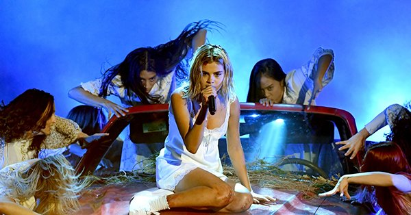 Selena Gomez's AMAs performance left fans with one question: Did she lip-sync?