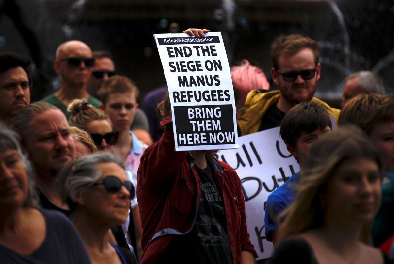 Australia, NZ officials discuss screening for Manus refugees: NZ PM https://t.co/DhO36QUh7a https://t.co/FsvVwPINhT