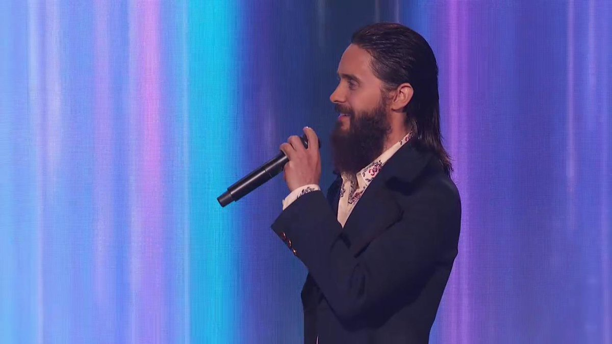 RT @AMAs: Here is @JaredLeto presenting the #AMAs for Artist of the Year! ???? https://t.co/Rs6llU7Tf3