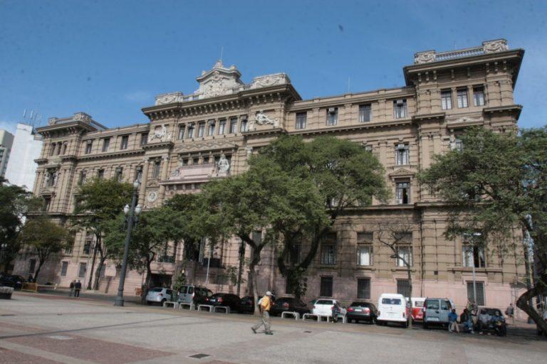 Coluna do Estadão Juízes de SP têm verba de R$ 5 mil para adquirir livros
