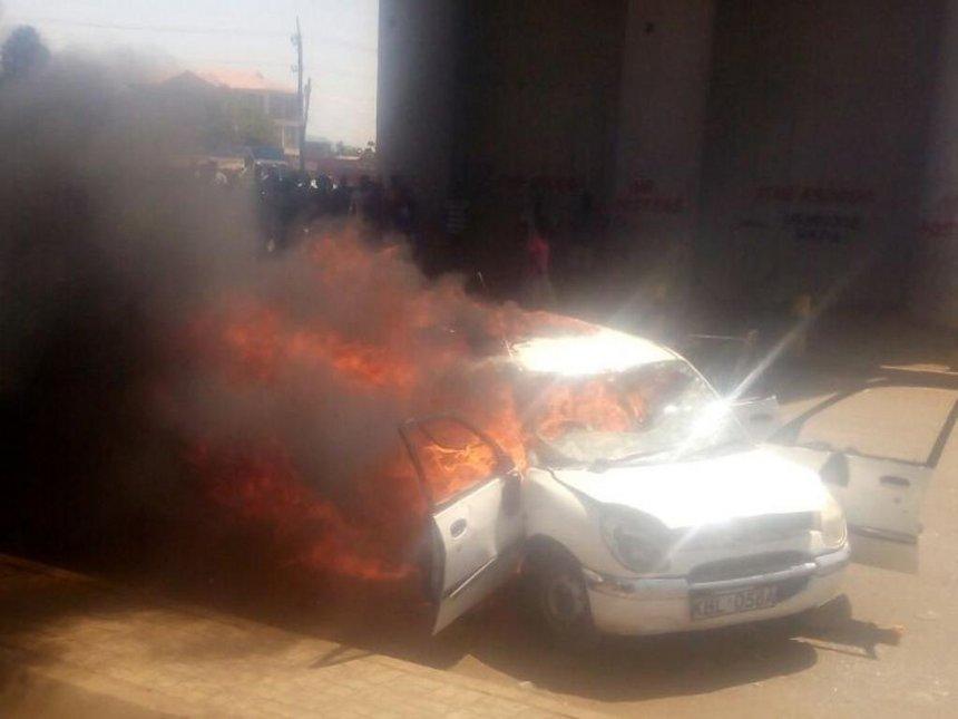 Car torched in Kondele after Supreme Court upholds Uhuru win