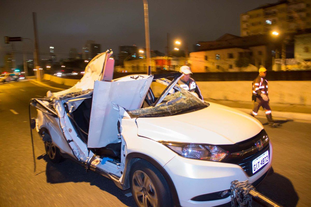 Parte de viaduto cai e mata juíza na Av. do Estado, em SP