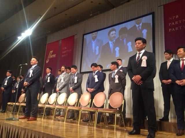 NPBアワードパーティーにて井口監督が12球団を代表してスピーチを行いました。来年、日本プロ野球の発展と盛り上がりをファンの皆様に約束しました。(広報) #chibalotte
