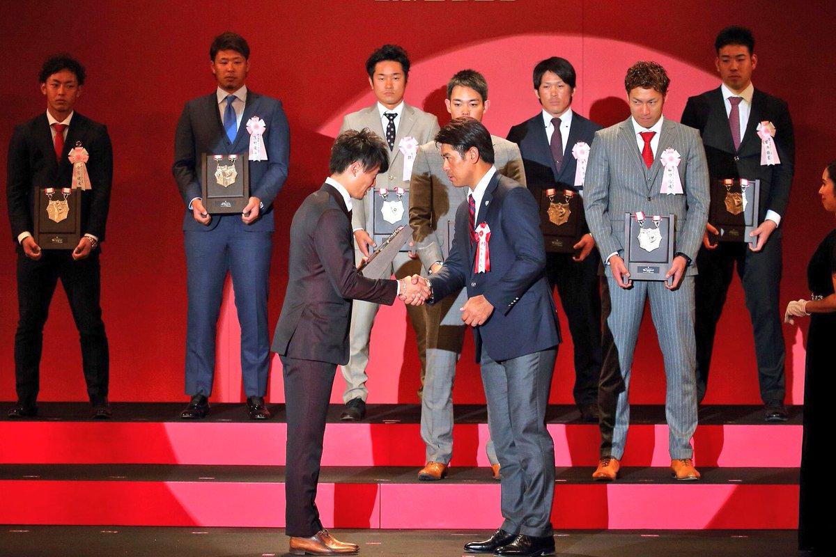 「NPB AWARDS 2017 supported by リポビタンD」に西川選手ら5選手が出席しました!おめでとうございます!→