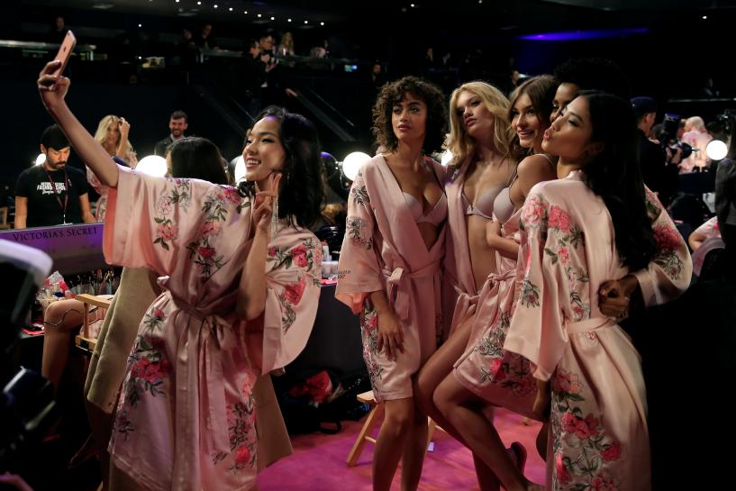 Angels or demons? Political shadow hangs over Victoria's Secret China show https://t.co/GT1Fe5MIoE https://t.co/Z1fu13YCR6