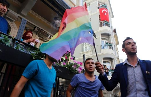 #Turquía | Comunidad #LGBT inicia proceso para defender sus derechos https://t.co/BfEj2QMbLf https://t.co/mmeKCL7FhC