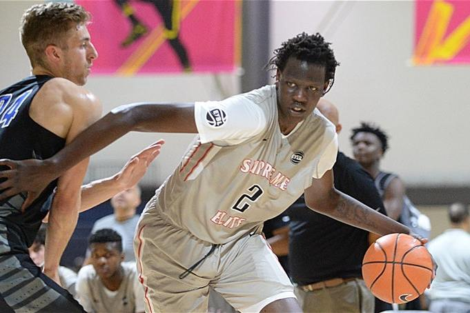 5-star C Bol Bol, son of Manute Bol, commits to Oregon over Kentucky, per @PlayersTribune https://t.co/dGybCsWMMb https://t.co/al21YyjTxV