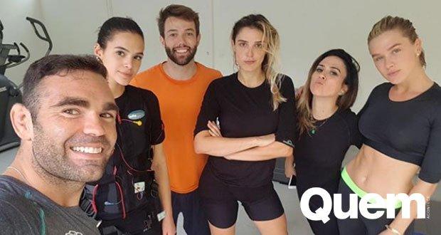 Fiorella Mattheis. Foto do site da Quem Acontece que mostra Bruna Marquezine, Rafa Brites, Tatá Werneck e Fiorella Mattheis malham juntas no feriado.