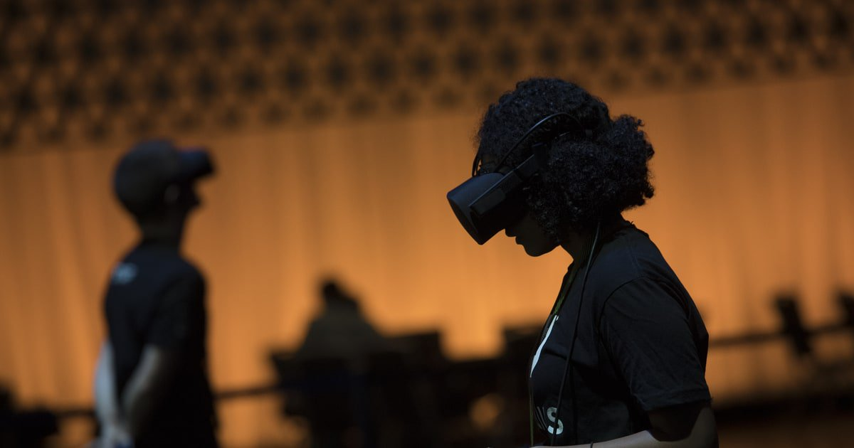Oculus believes VR is making its way out of the desert https://t.co/KHsRme6fvb https://t.co/NTZriOrr67