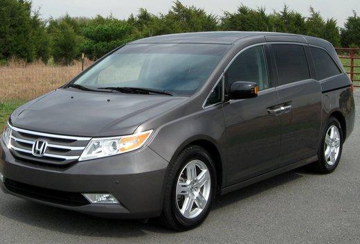 Honda recalling 800,000 Odyssey mini-vans over second row seat concerns