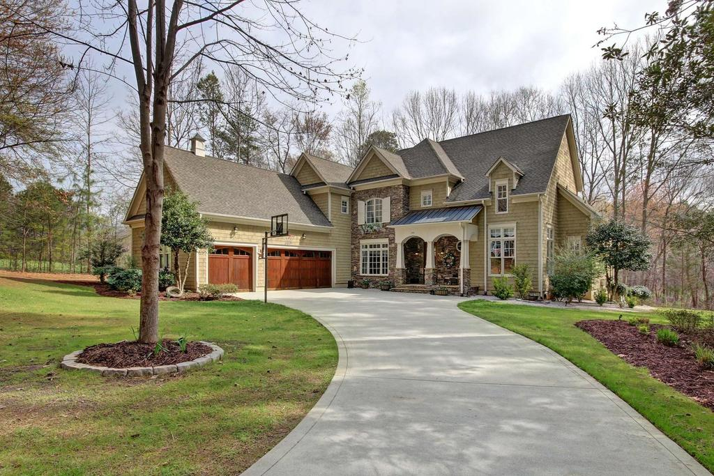 This lovely home is surrounded by nature and privacy located on a cul-de-sac lot https://t.co/VWoeC0CxG4 https://t.co/z7mnR5RUUs