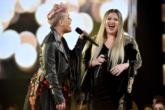 The 10 best, worst and most WTF moments from last night's #AMAs https://t.co/wLJTzRP7NZ https://t.co/2At2YUYJ20