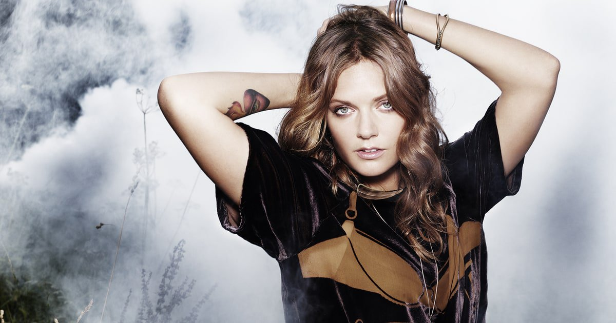 Tove Lo continues her dark lust saga on 'Blue Lips.' Read our review https://t.co/Ne7M8Yy2kw https://t.co/a5u74ATiXS