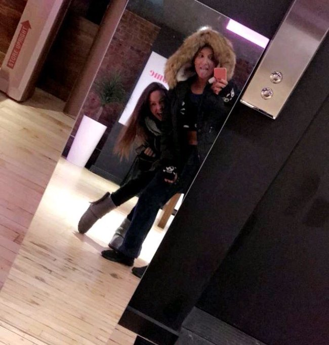 We made it to Montreal!! Hanging out at the @ManyVids loft all week stay tuned! #cozyfuzzyladies 🇨🇦✌🏼🔥❄️❤️