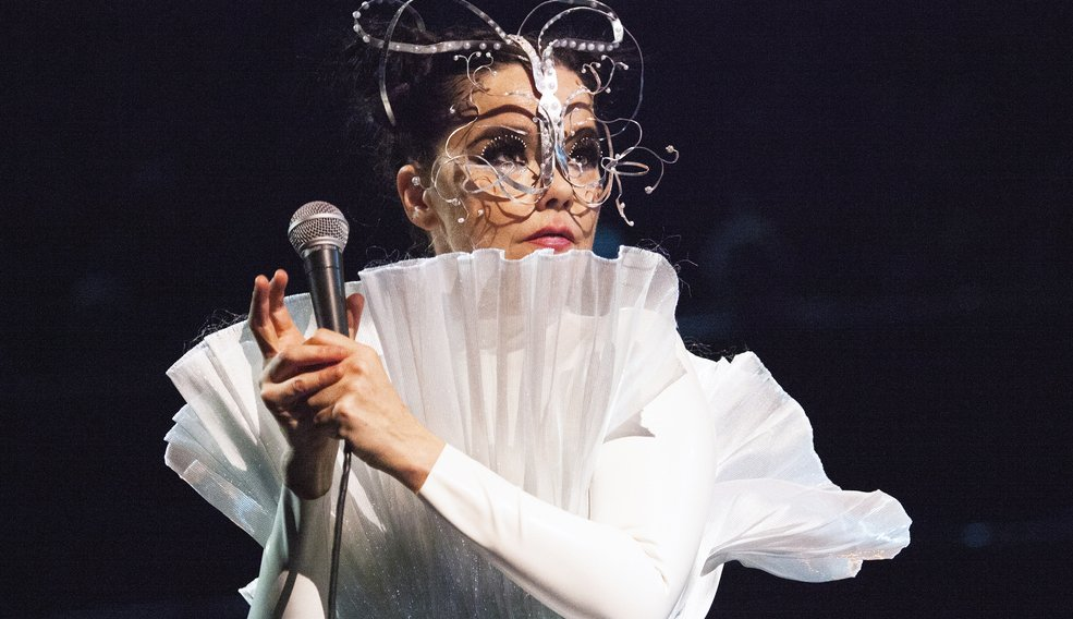 Happy birthday Björk! Look back at our 1995 feature on the singer https://t.co/6GibVSZsVE https://t.co/rzCrgja6Yw