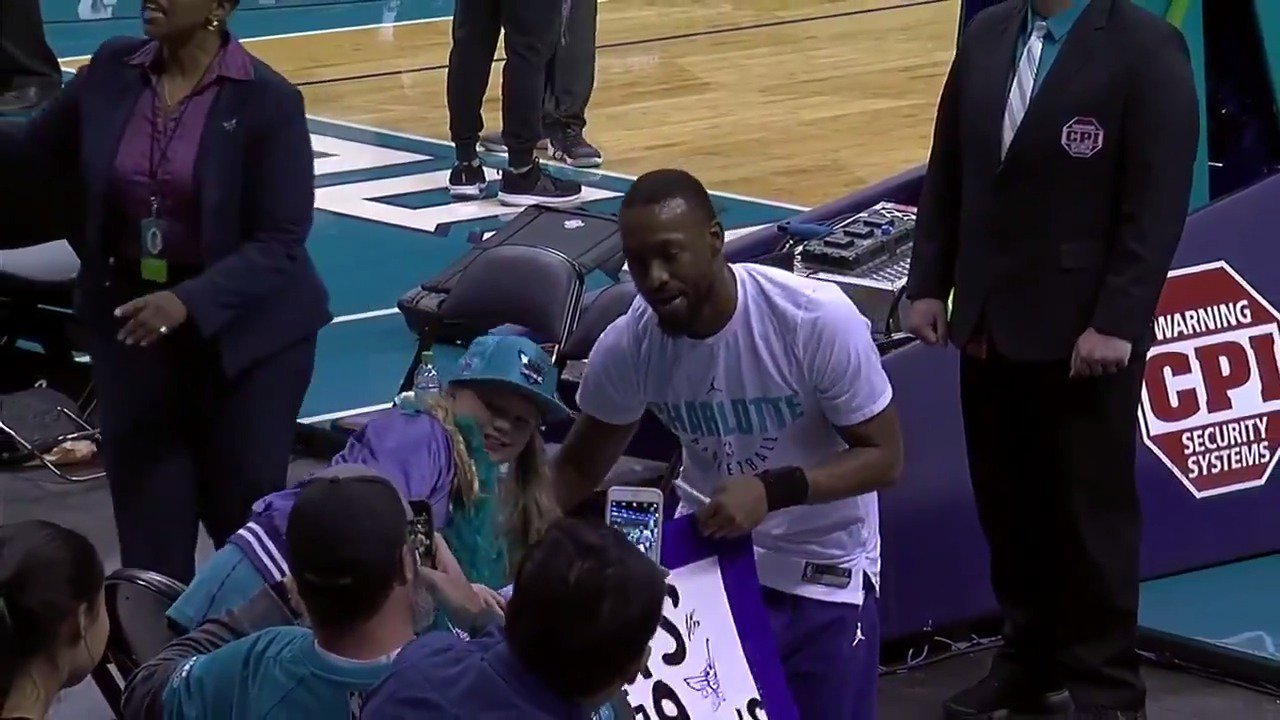Kemba makes a young fans day! #ThisIsWhyWePlay https://t.co/0F6DLbcebX