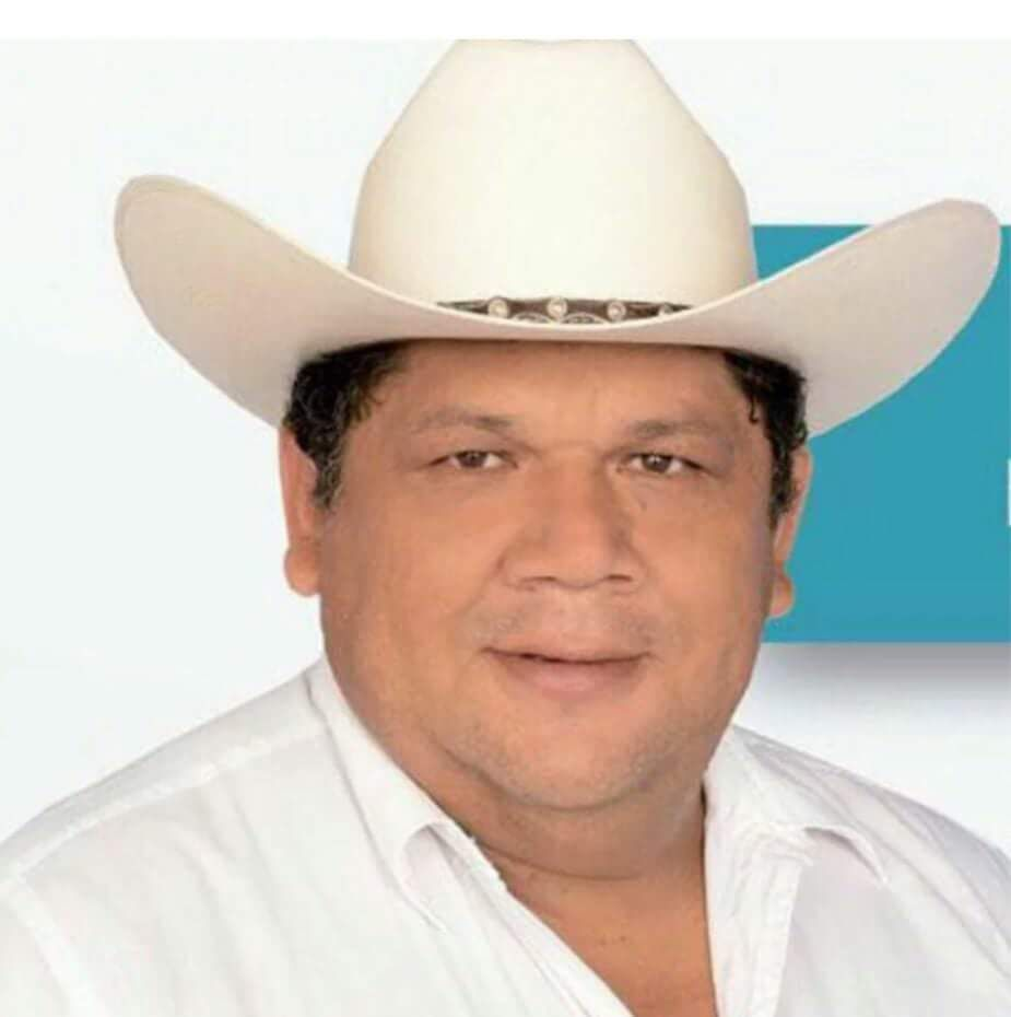 ASESINAN a presidente municipal electo de Hidalgotitlán #Veracruz https://t.co/I8Hf5oc7KJ https://t.co/asBcBV6BzE
