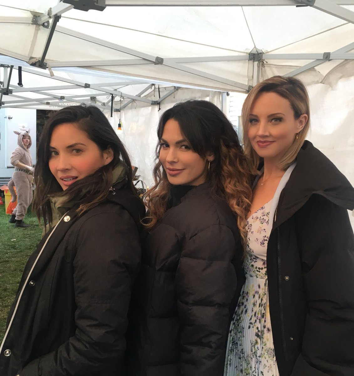 When good friends have the same good side ????????????‍♀️????????‍♀️????‍♀️ @nadinevelazquez @TheBrianneDavis @SIXonHISTORY https://t.co/gSesnXa0Em