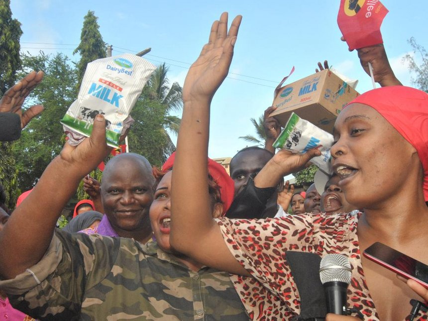 Malindi Jubilee backers drink Brookside milk to celebrate Uhuru win
