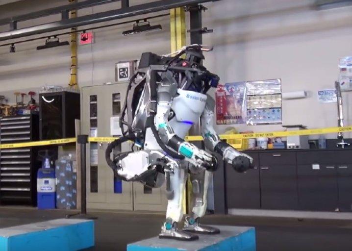 A gymnastics coach rates Boston Dynamics' flipping robot: https://t.co/GZvaLPrzjk https://t.co/kxxZcT1Rm1