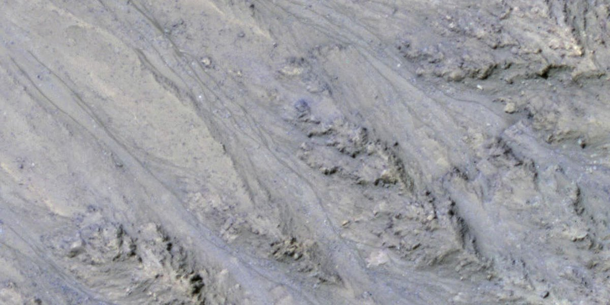 Study: Streaks on Mars sign of flowing sand, not water