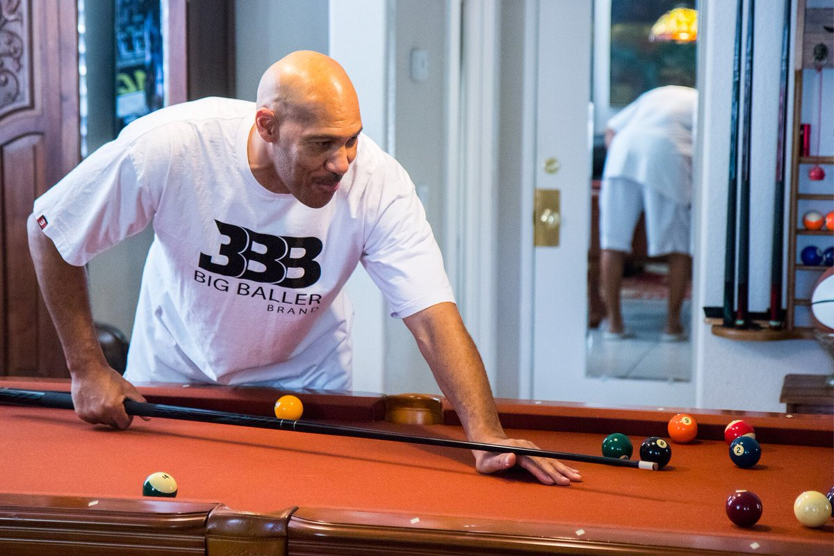 LaVar Ball responds to Trump, wishes him a 'happy Thanksgiving.' https://t.co/6BOc8F4bhF https://t.co/LM8hnNw9Lk