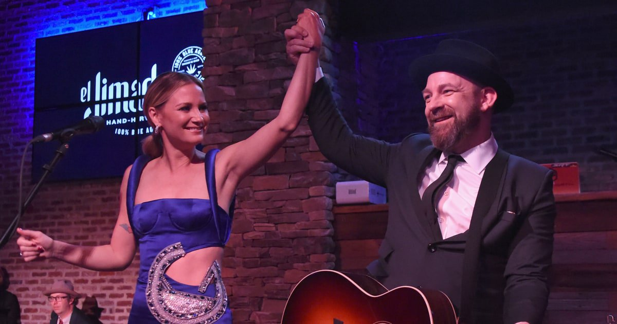 Jennifer Nettles and Kristian Bush revive Sugarland and ready new music https://t.co/c5ViBpOihw https://t.co/rNtGGWjdSf