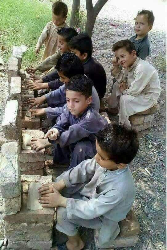 RT @BhattiFouzia: This will make you smile at first then you'll rethink.   #UniversalChildrensDay https://t.co/x2IqbyhDQb