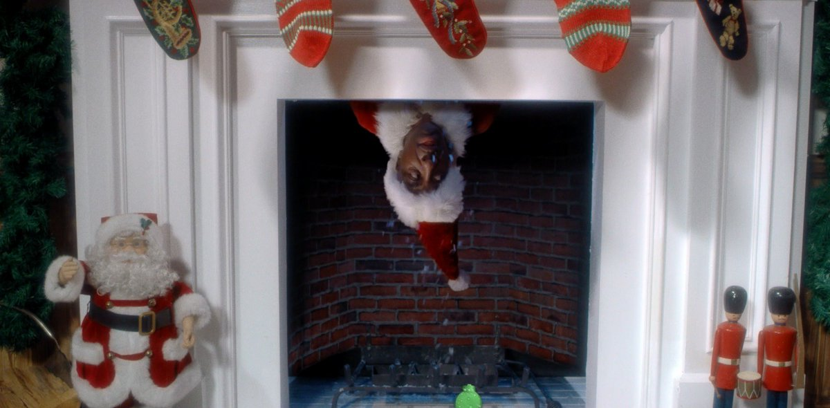 Look out for the Santa's Coming For Us video sliding down your chimneys tomorrow! - Team Sia https://t.co/mO1UZNhZqi