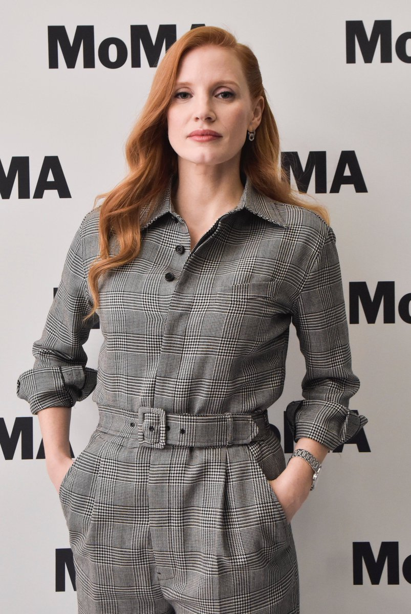 .@Jes_Chastain wearing a Ralph Lauren Fall 2017 Collection jumpsuit to a screening of #MollysGame. #RLFall2017 https://t.co/0evWruXBkf