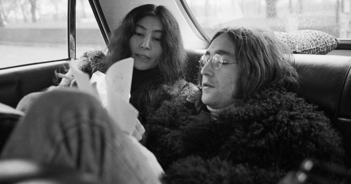 Stolen John Lennon diaries, glasses and more were recovered in Berlin https://t.co/cOUL5Zbzre https://t.co/GvAUxIyFsw