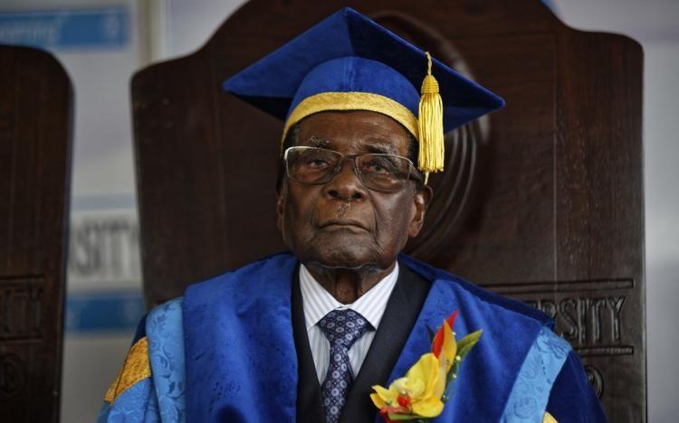 Zimbabwe's Parliament cheers as speaker announces Mugabe's resignation https://t.co/dcbCWi2lQd https://t.co/M4eB66qhHa