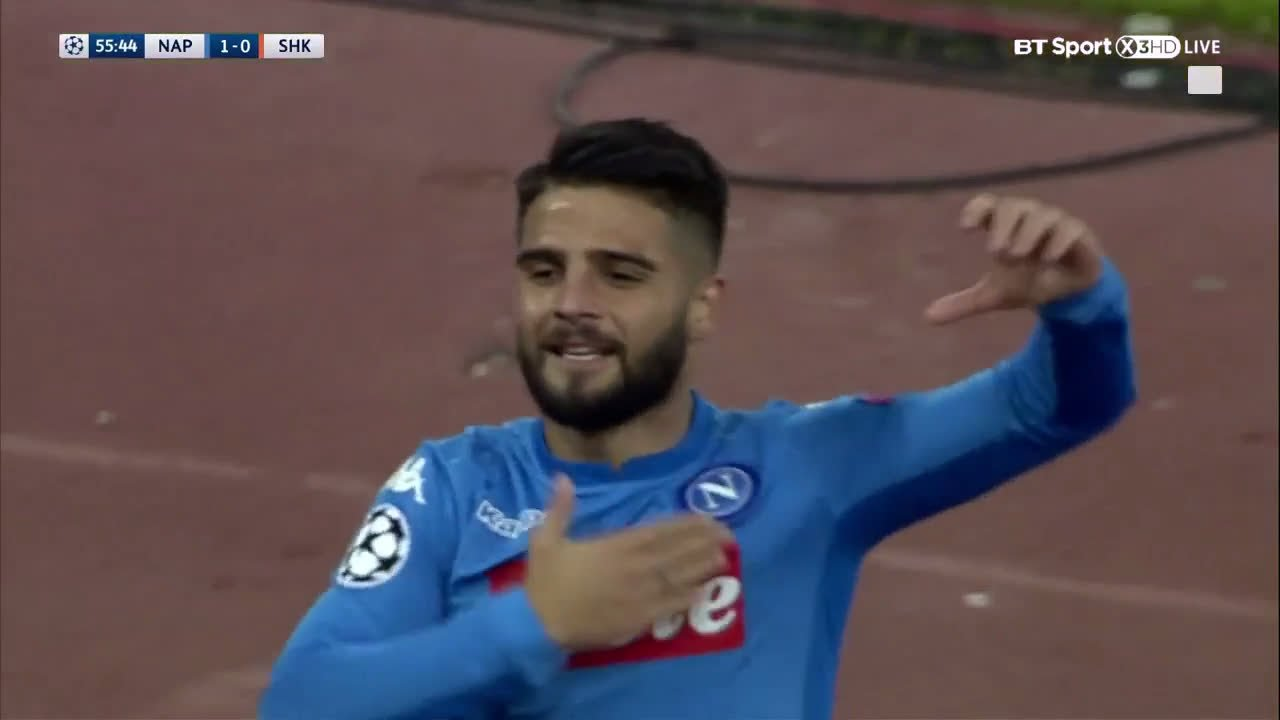 Take a bow, Lorenzo Insigne ����  An absolutely stunning goal gives Napoli the lead... https://t.co/7YrrAZwv8t